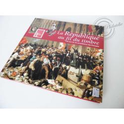 """LE LIVRE DES TIMBRES """"LA RÉPUBLIQUE AU FIL DU TIMBRE : 150 ANS DE VIE QUOTIDIENNE DES FRANÇAIS"""""""