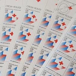 """LOT DE 65 CARNETS """"CROIX-ROUGE """" 1988 (2555a), FACIALE 218€"""