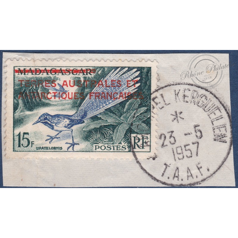 TAAF N°1 TIMBRE DE MADAGASCAR DE 1954 SURCHARGE EN ROUGE, (1957) OBLITERE SUR FRAGMENT
